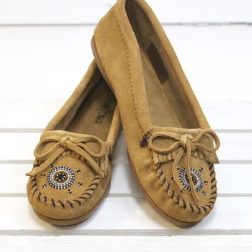 Minnetonka: Me to We Moccasin {Taupe}