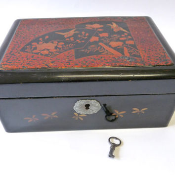 French chinese lacquer box. Art-Nouveau. Tea box,jewelry box.Sewing box. Asian decor.Indochina.