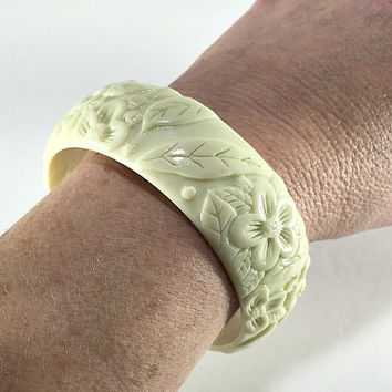 Floral Carved Lucite Bangle Bracelet, Forget Me Not Bracelet, Hawaiian Luau Jewelry, Beach Jewelry, Flower Jewelry, Hippie Boho Chic Jewelry