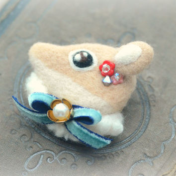Handmade needle felt deer brooch, jeweled deer brooch, whimsical animal brooch, children jewelry, lolita accessories, gift under 25