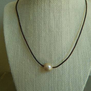 Kasumi Like pearl on leather, beachy chic, bohemian style, Kasumi pearl, leather cord, casual, everyday jewelry, neutral