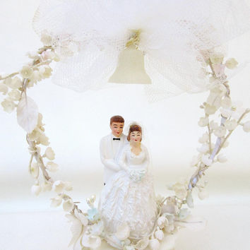 Bride and Groom Cake Topper / Blond Haired Couple / 1950s Wedding Cake Topper / Flower Arch