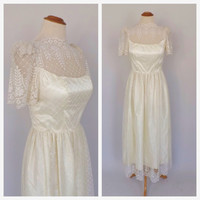 Vintage 1970s does 1950s Wedding Dress 50s Scalloped Lace Short Sleeve Bell Skirt Princess Gown Small Petite Queen Cupcake Dress 50s Prom