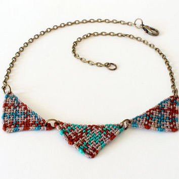 Geometric collar necklace with macramè triangles beige brown green