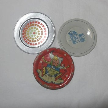 3 Mismatched Toy Doll Dish Plates, 1950s & 1970s, Yorktown Pfaltzgraff, Red Ice Skater, Tin and Aluminum, Vintage Toy Dishes, Play Dish Set