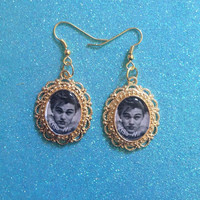 Young Leonardo Dicaprio Gold Grunge Earrings (Leo Titanic Romeo and Juliet)
