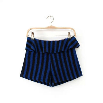Winter Stripes Ruffle Boot Cut Shorts [4917776324]