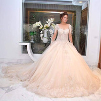 Luxury Dubai Princess Wedding Dress 2017 Ball Gown Long Sleeves Lace Appliqued Beads Bridal Gowns Vestido De Noiva Princesa W231