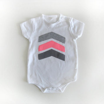 Baby girl Geometric applique tee, Grey and neon pink arrows appliqued Onesuit / t shirt