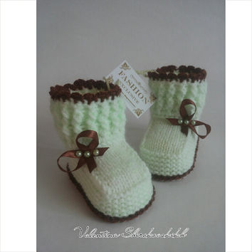Baby girl booties.Newborn baby girl. Adorable booties!Knitted booties for new baby.
