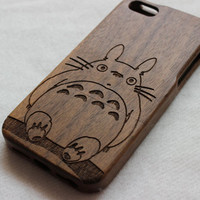 iphone 5s case , Wood iphone 5 case , Engraved My Neighbor Totoro wood iphone 5s case , Walnut wood iphone case , wooden iphone 5 case