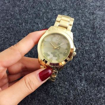 ONETOW Camouflage Tous men and women see is a very fashionable little watch Gold