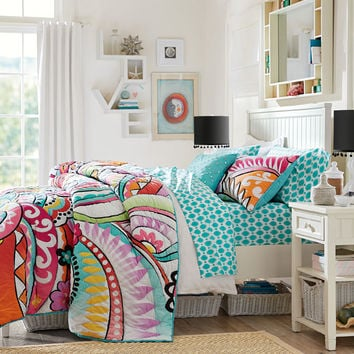 Surfer girl bedroom decor