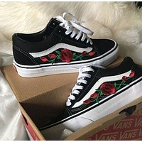 shosouvenir : Vans Classics Old Skool Rose Embroidery Black Sneaker