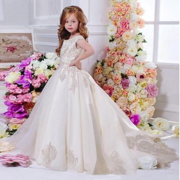 Elegant Ball Gown Fashion Flower Girls Dresses 2017 Scoop Neckline Zipper Back Girls Pageant First Communion Gowns for Wedding