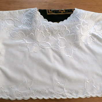 Antique White Lace Crop Top, Ivory Blouse,  Retro Embroidered Cropped Top, Formal, Sleeveless Top, Unused Lace Crop Top Size Medium