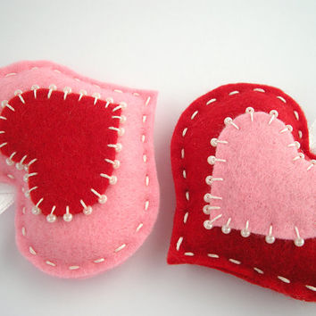 Red and pink felt hearts - valentines day home decoration, gift tags, ornaments - puffy hearts