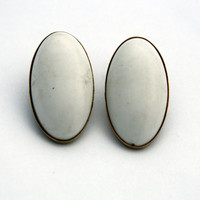 Sarah Coventry Vintage White Oval Clip On Earrings
