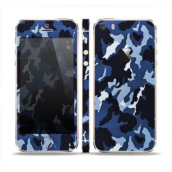 The Blue Vector Camo Skin Set for the Apple iPhone 5s