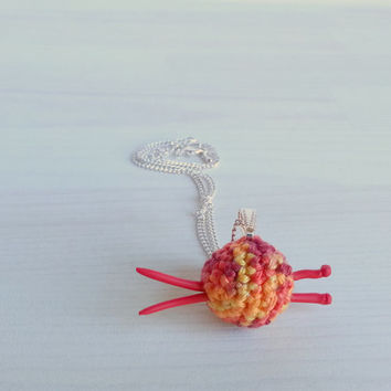 Small jewelry pendant with chain: small ball of yarn with mini knitting needles, gift for knitterin