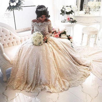 High Quality 2016 Vintage Ball Gown Wedding Dress Lace Long Sleeve boat Neck Appliques Beaded  Wedding Gowns