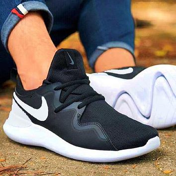 Nike London Roshe fourth generation sneakers Black + white hook