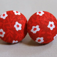 """3/4"""" Size 30 Red and White Mini Flowers Fabric Covered Button Earrings"""