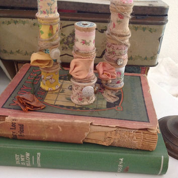 Set of Vintage wooden shabby chic spools, shabby chic decor, millinerary flowers