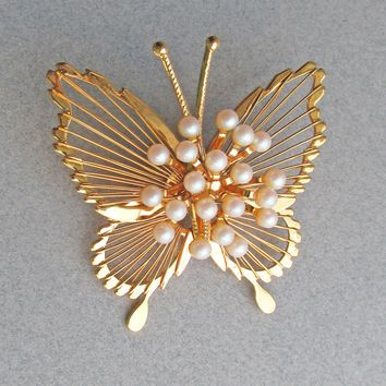 42a3998b1f6 Pretty MONET Gold Tone Faux PEARL Vintage Butterfly Pin