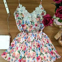 Spaghetti Strap Floral Print Lace Pleated Dress