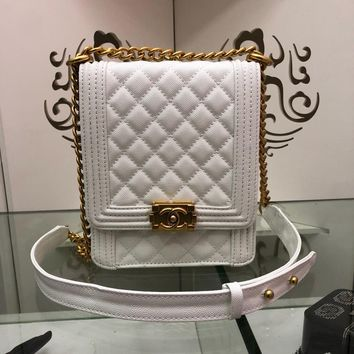 PEAP 954 CHANNEL Granular embossed Slant Spanning Fashion Leisure Handbag 19.5-16-6cm White