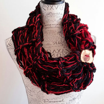 Knit chunky red velvet cowl. black and red crochet chunky infinity scarf. Made by Bead Gs on ETSY. double stitch