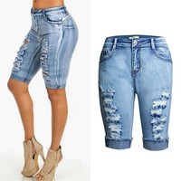 The new style of the new fashion wear the edge of the jeans of the jeans of a high waist