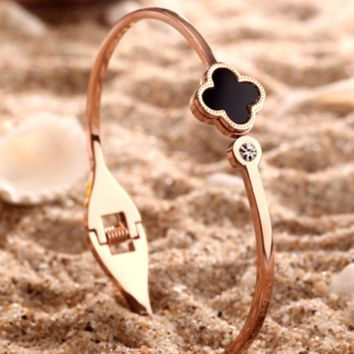 """Cartier""18 k rose gold plated first act the role ofing is tasted openings clovers titanium steel bracelet female black Mosaic gold bracelet chain"