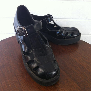 90s style chunky platform sandals // mary janes // buckle up // vintage // retro // punk // goth // sz 39 EU