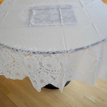Vintage Oval Vinyl Lace Look Tablecloth