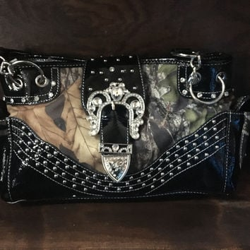 Black Trimmed Mossy Oak Buckle Conceal Carry Handbag