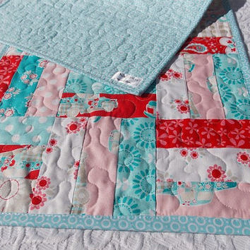 Table Runner Quilt -  Retro Look - Pink - Blue - White