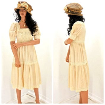 Vintage 60's babydoll dress, size M, cream Victorian lace baby doll dress, hippie 60's dress, boho peasant dress, 1960s mod baby doll dress