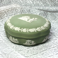 Vintage Wedgwood Green Jasperware lidded box, Marriage Proposal Box Dish, England, trinket box, Ivory on Celedon Scalloped cherub, Harp Box