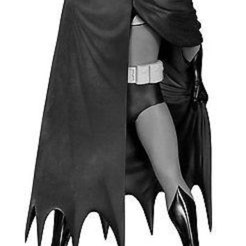 DC Collectibles: Batman Black and White - Batman by David Mazzucchelli Statue
