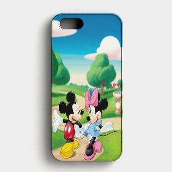 Mickey Mouse And Minnie Mouse Dance iPhone SE Case