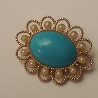 Turquoise  Brooch Oval Shaped by Sarah Coventry Gold Toned Vintage Pearls 1960s