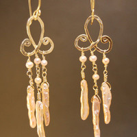 Hammered metalwork Pink biwa pearl earrings Cosmopolitan 91