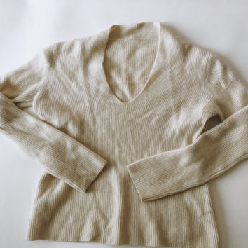 Women's Italian Vintage Ivory/Cream Cashmere V Neck Sweater TAG LESS S/M