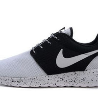 n065 - Nike Roshe Run (Oreo Black/White)