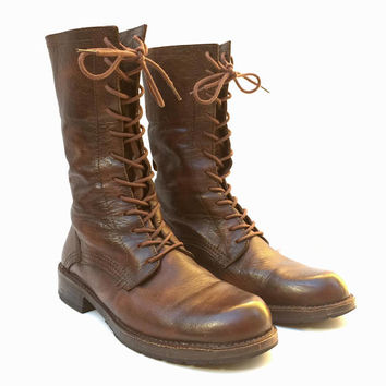 FRYE!!! Fantastic 'Frye' men's brown leather, 12 hole, lace up boots with heavy detailed topstitching