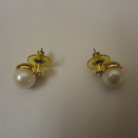Designer Fashion Earrings Stud Metal Faux Pearl Female Adult Gold/Whites -- Preowned