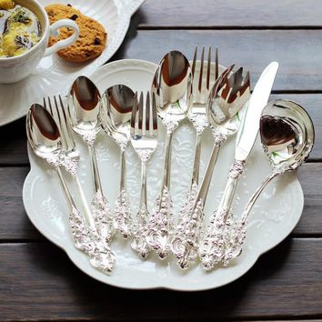 10pcs/set Retro Engraving Silver Plated Wedding Dinnerware set Steak Knife Dinner spoon Fork Teaspoon Luxury Flatware Cutlery