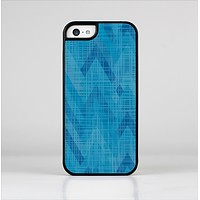 The Woven Blue Sharp Chevron Pattern V3 Skin-Sert Case for the Apple iPhone 5c